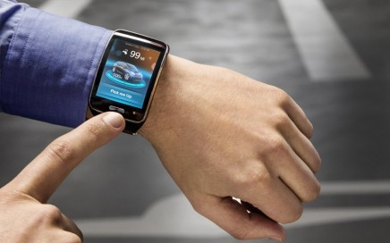 BMW i3 smartwatch park assist feature.